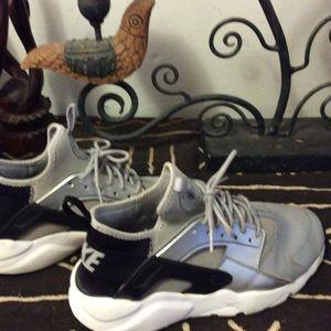 Nike Ladies Huarache Size 6.5